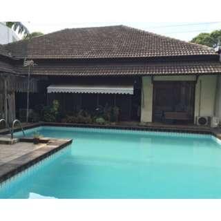 Rumah swimming pool hitung tanah pinggir jalan Rawamangun jakarta ( war )