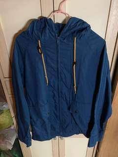 藍色薄外套