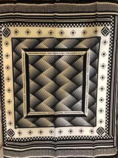 🚚 PORTER 經典圖紋方巾