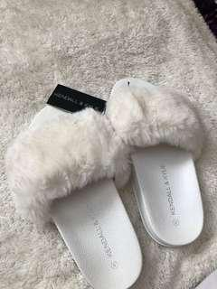 KENDALL AND KYLIE FAUX FUR SLIPPERS