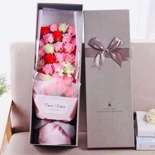 PREORDER 預訂💐French Style Soap 33 Roses Bouquet Wedding Congratulations Thank You Graduation White Valentines Anniversary Mother's Day Lovers Gifts  Accessories Decoration Love 法式浪漫盒裝香皂味粉紅白玫瑰花 33 朵 花束 示愛婚禮周年紀念情侶 白色情人節 母親節 兒童節百日宴禮物 祝福恭賀禮 拍攝道具 家居擺設裝飾