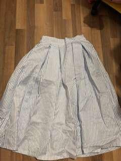 Blue and white stripes puffy midi skirt