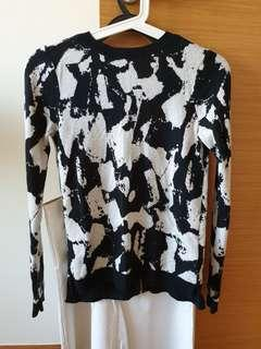 H&M abstract print knit sweater (black and white)