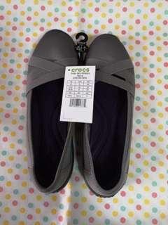 🚚 BNWT Grey Crocs - Walking Shoes (Size 8)