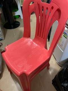 兒童塑膠椅2張