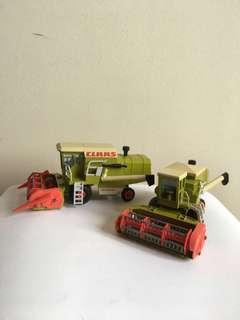 Scale Model ~ Claas Dominator Harvesters