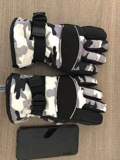 Ski Gloves - Grey Camo Design
