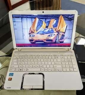 "Toshiba L850 15"" Radeon Graphics 4GB 640GB New Batt"