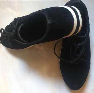 Hidden Wedge Black Shoes