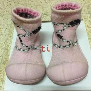Attipas happy feet french pearl pink sepatu bayi size m / 109-115m made in korea