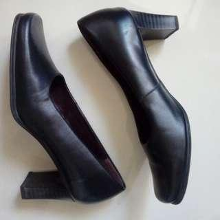 Auth. Hush Puppies Leather Heels