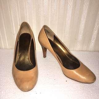 CA137 - Dark Mustard Yellow color med heels