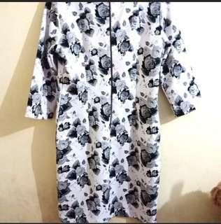 Free ongkir jabodetabek Flowers Dress original the executive