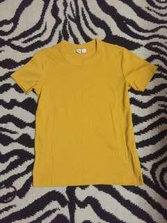 Uniqlo short sleeve tshirt