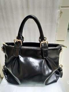 黑色手袋一個 black color handbag