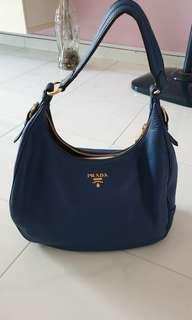 🚚 Genuine Prada shoulder bag B4311M