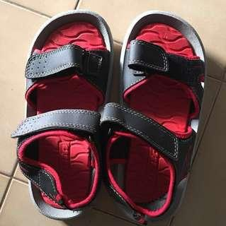 Brand new children's sandals (BATA) not even use one time