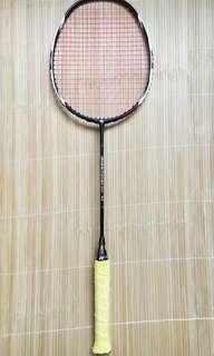 Apacs EdgeSaber 10 Badminton racket