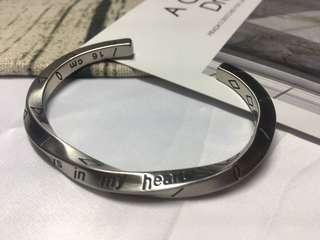 🚚 全新 Moc13 accessory 手環轉賣 $200