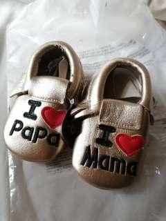 I ❤️ Mama and Papa Print classic baby shoes