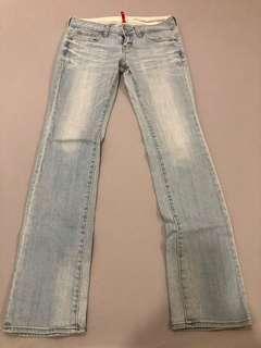 🚚 Uniqlo淺色牛仔褲