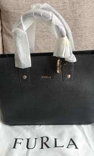 🚚 30% off! BN original Furla Classic handbag with sling.