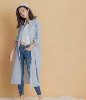 🚚 藍色條紋長襯衫 開衩 罩衫 外套 薄