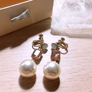 🚚 Pazzo 韓國亮眼質感珍珠層次夾式耳環 全新