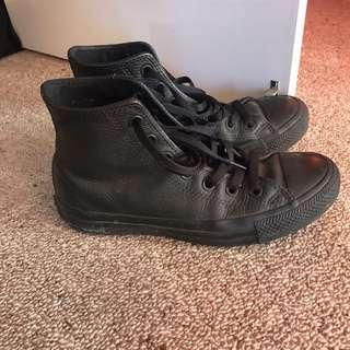 Leather converse all stars size 7