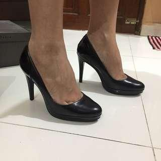 nine west blck high heels