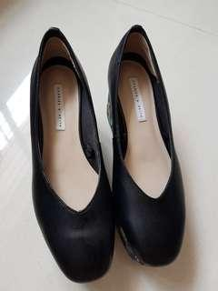 🚚 Charles and Keith size 35