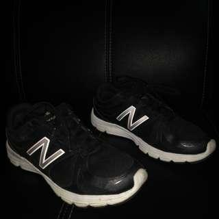 New Balance (black)
