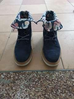 Timberland Women's Boots (blue floral)