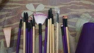 Brush Set dengan wadah brush make up eye shadow brush
