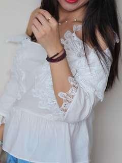 White flower top