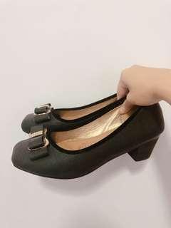 Ribbon court black shoes