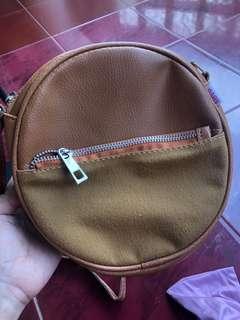 Round bag clutch