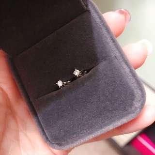Crystal Zahara 香港自家品牌 4爪迷你白色蘇聯鑽耳環