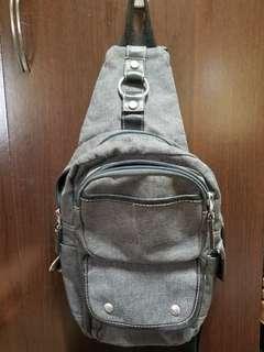 🚚 工業風灰色側背包