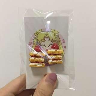 🚚 handmade strawberry cake earrings