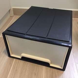 日本城 膠櫃桶1個