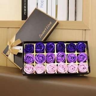 PREORDER 預訂🌹French Style Chocolate Box Soap 18 Roses Bouquet Wedding Congratulations Thank You Graduation White Valentines Anniversary Mother's Day Lovers Baby Friendship Gifts Accessories Love 法式朱古力盒裝花束香皂味玫瑰花 18 朵 求婚示愛婚禮周年紀念白色情人節 母親節百日宴禮物 祝福禮物
