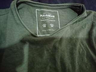 Kaos polos pull and bear original size xs warna hijau army