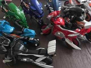 🚚 Set of 8 motorbike toys for boys