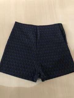 🚚 High-waisted shorts