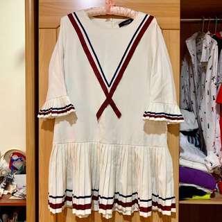 🚚 韓版甜美舒適學院風米白色寬鬆百褶五分袖洋裝