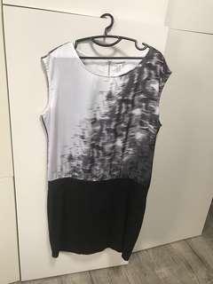 🚚 Calvin Klein Dress