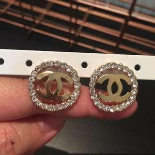 352 - Channel Earrings