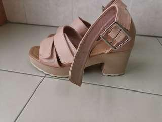 🚚 Zalora beige or platform platform skin colored heels