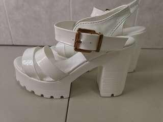 🚚 Bramd new white strappy platform sandals